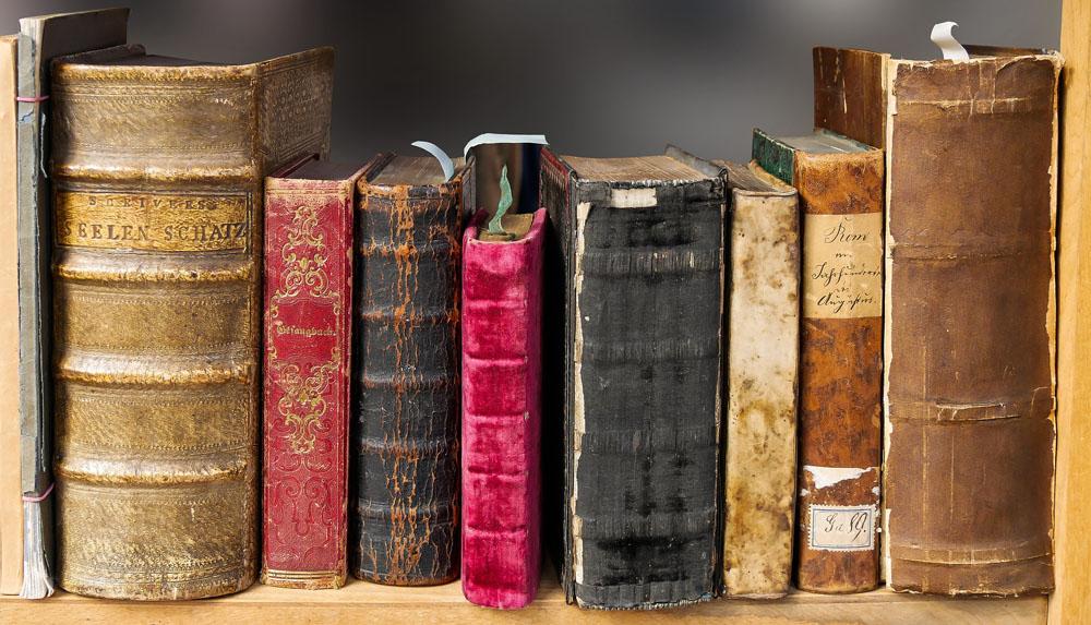 Decoration 10 Idees Pour Decorer Avec De Vieux Livres
